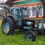Der Traktor tut seinen Dienst